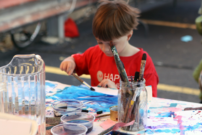 Try your hand at making art, or visit an artist's studio, at Lillstreet Arts Center!